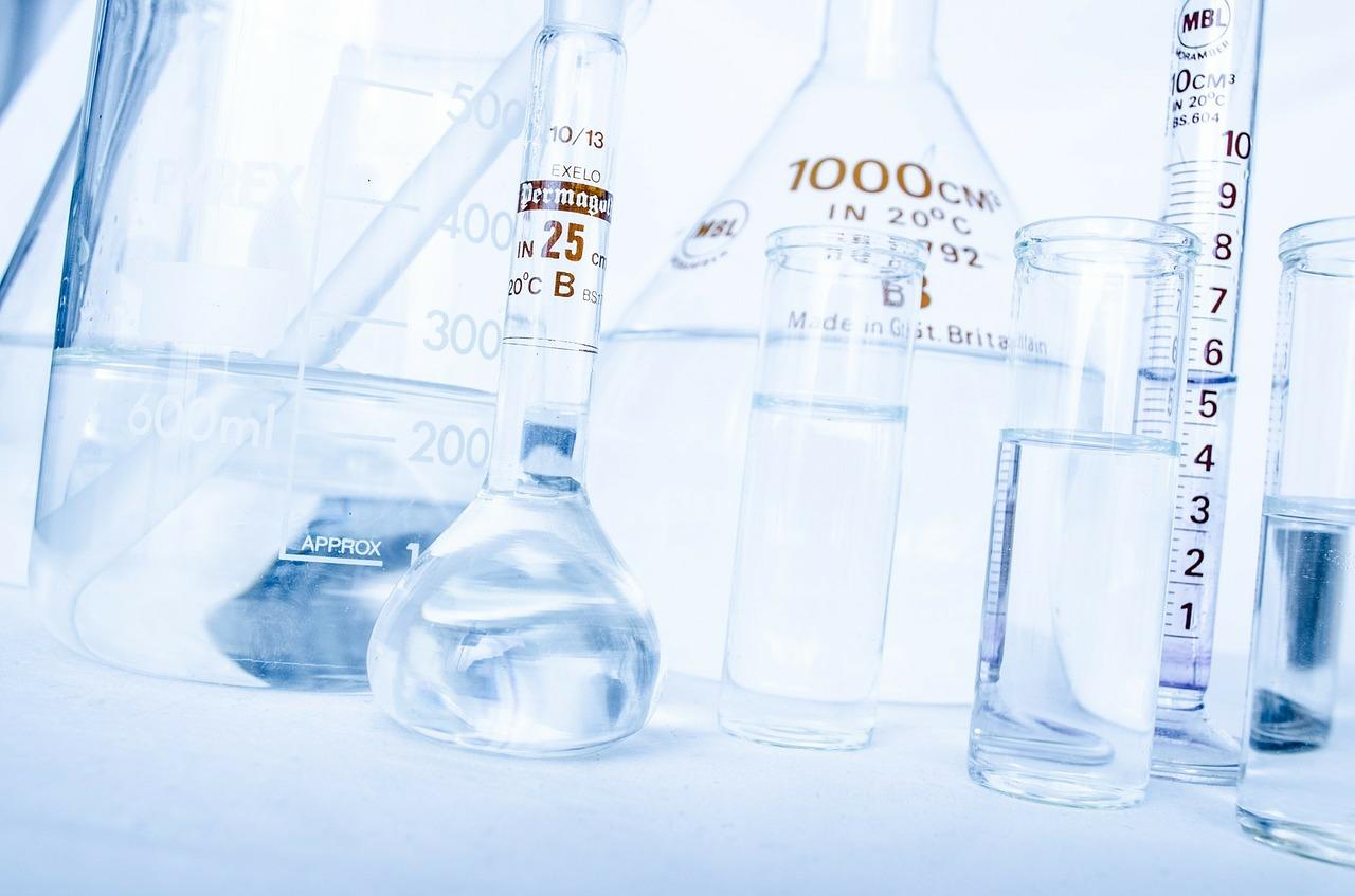 Interessanter Chemieunterricht in der Schule