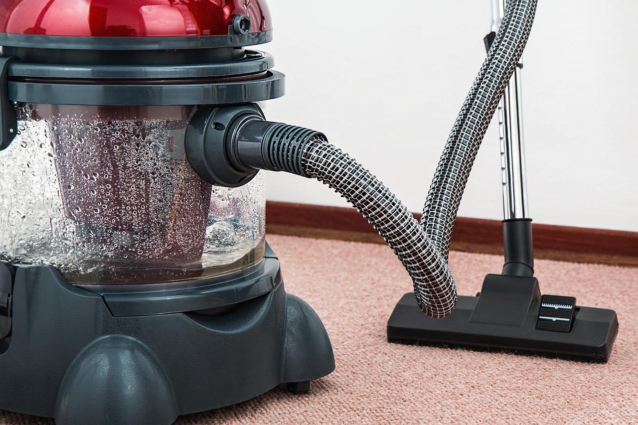 Teppichreinigung mittels professioneller Reinigungshilfen