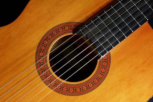 So spielt man Gitarre